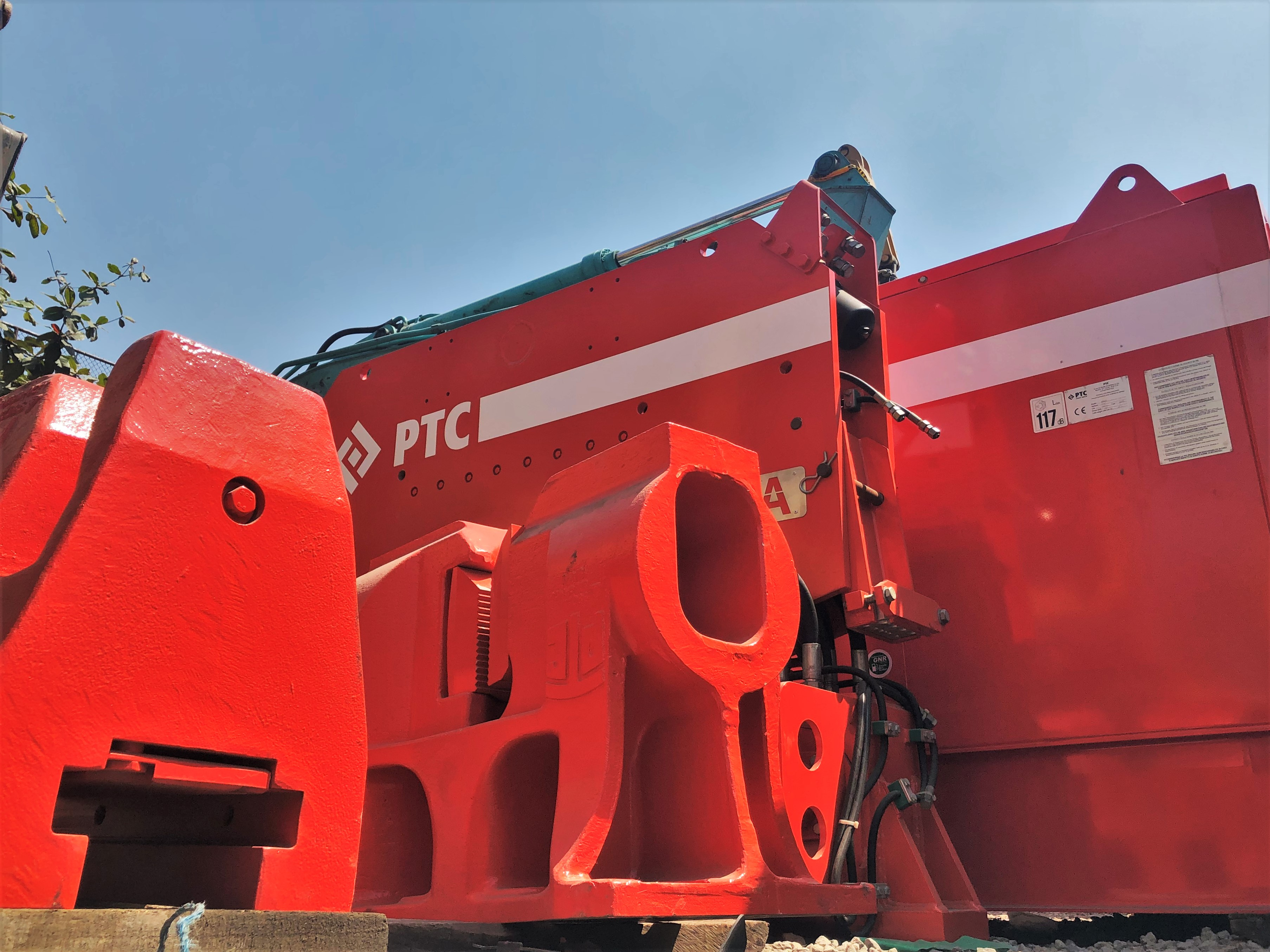 TC 30H1A Vibratory Hammer - A New Earth Moving Solution Equipment